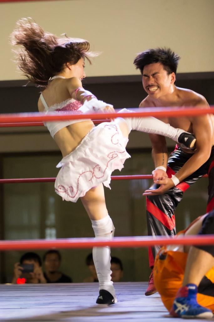 Riho kicks FROSCHY