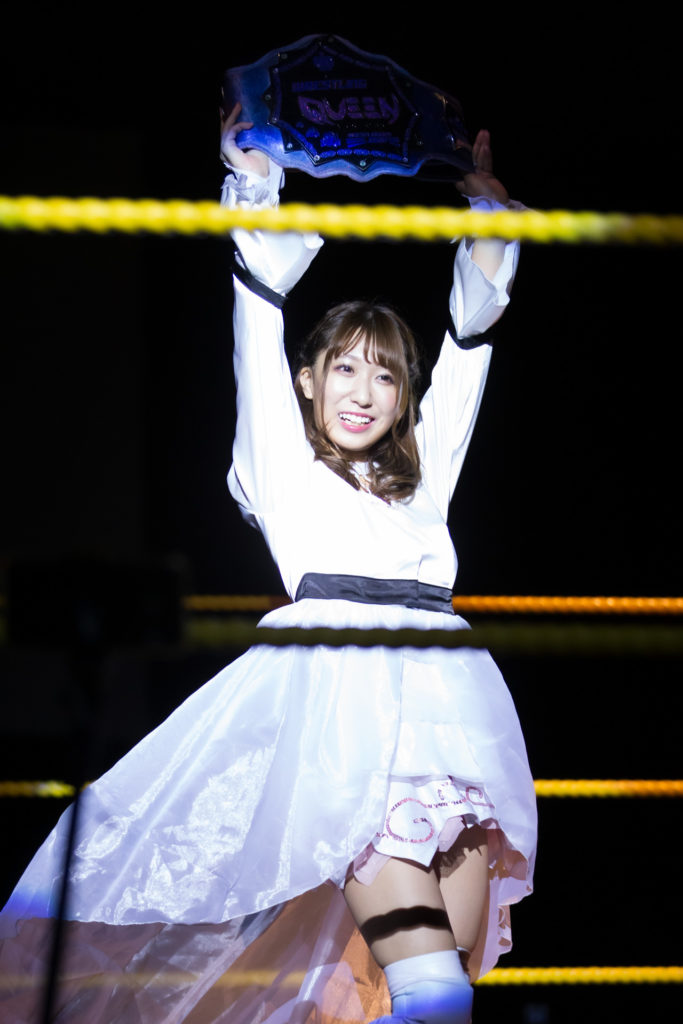 Riho showed her belt
