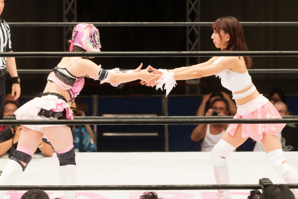 Riho shake hands with Starlight Kid