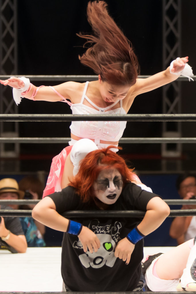 Cruel knee attack / Riho on STARDOM High Speed Championship match 09 (8/10/2019)