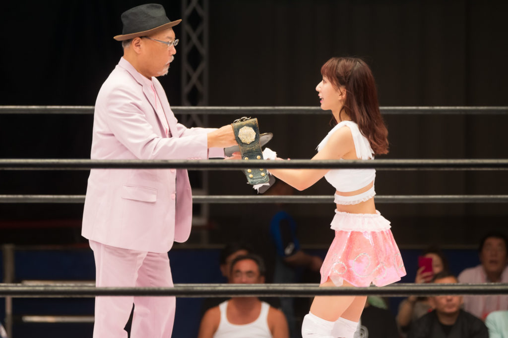Received the belt from Rossy Ogawa / Riho on STARDOM High Speed Championship match 13 (8/10/2019)